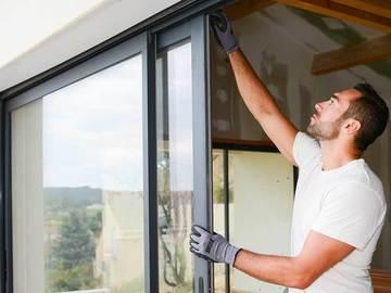 Profesionist: Prodhues i dyerve dhe dritareve PVC