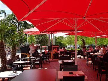 Kompani dhe Prodhusë: Restaurant Heinrich