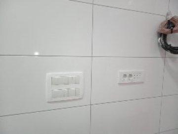 Profesionist: Instalime Elektrike